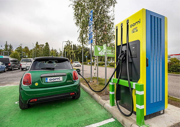 Oomi charger + car   Virta branded services