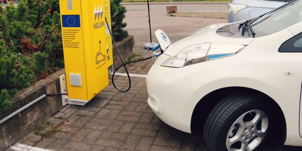 Bidirectional charging as a vehicle-to-grid (V2G) solution